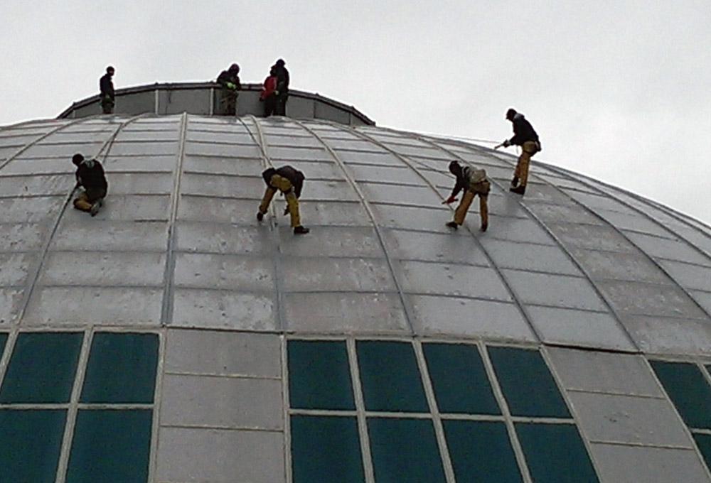 renowacja-dachów-metoda-alpinistyczną.